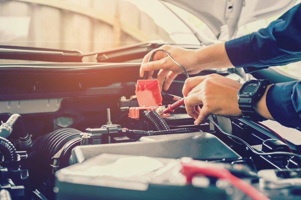 Como a bateria automotiva pode ser afetada por temperaturas elevadas?