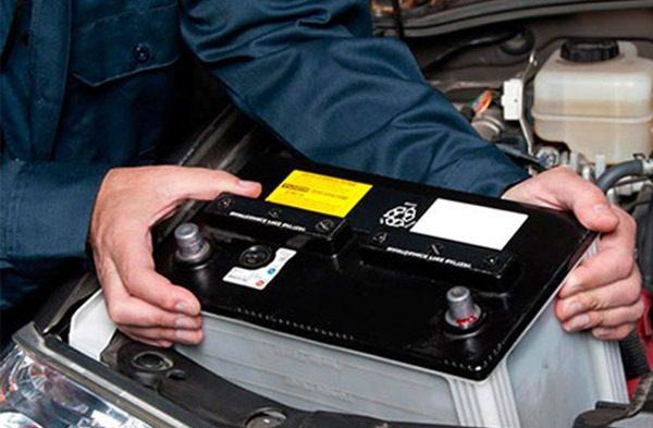 O que é e como funciona uma bateria automotiva