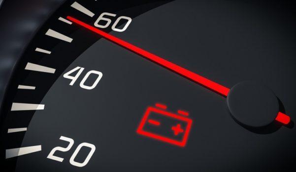 O que fazer quando a bateria de carro descarrega?