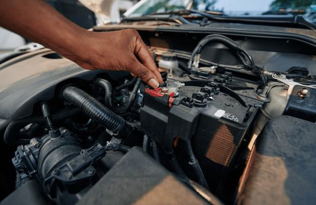 Recuperar bateria de carro vale a pena? Entenda os riscos